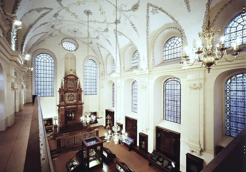 Klausen synagogue - interier